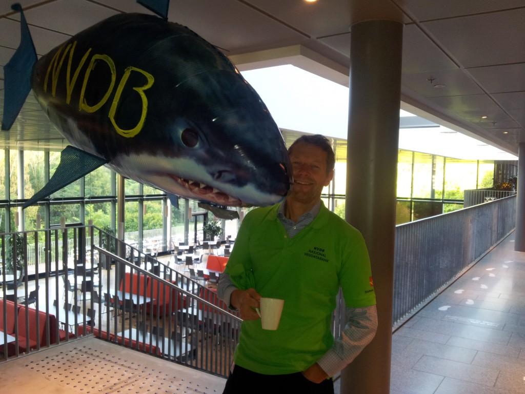 Direktør Lars Erik Hauer har intim nærkontakt med den svært sultne NVDB-haien.